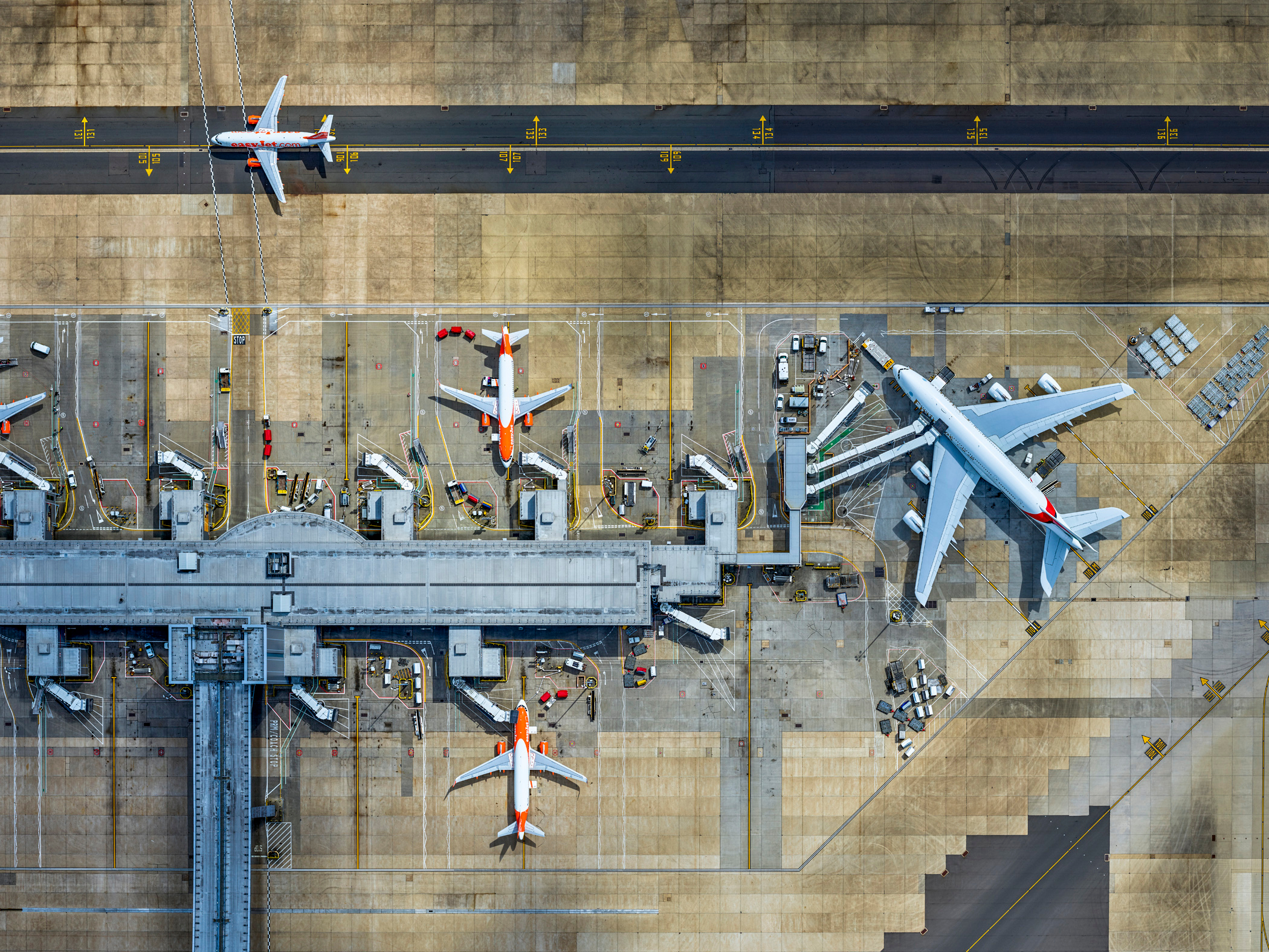how to get from heathrow airport to gatwick airport